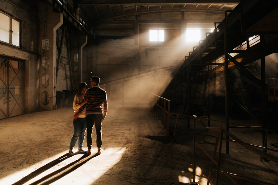 industrialna sesja w cegielni, geometric moments, fabryczne atelier,
