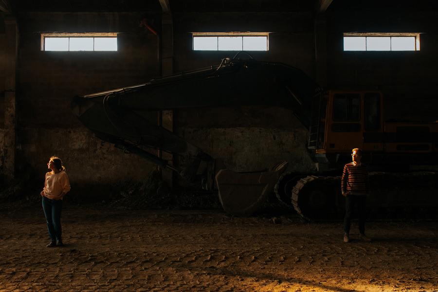 sesja w fabryce, narzeczenska sesja w fabryce, fotograf slubny warszawa, polish girl, polish boy, geometric moments,