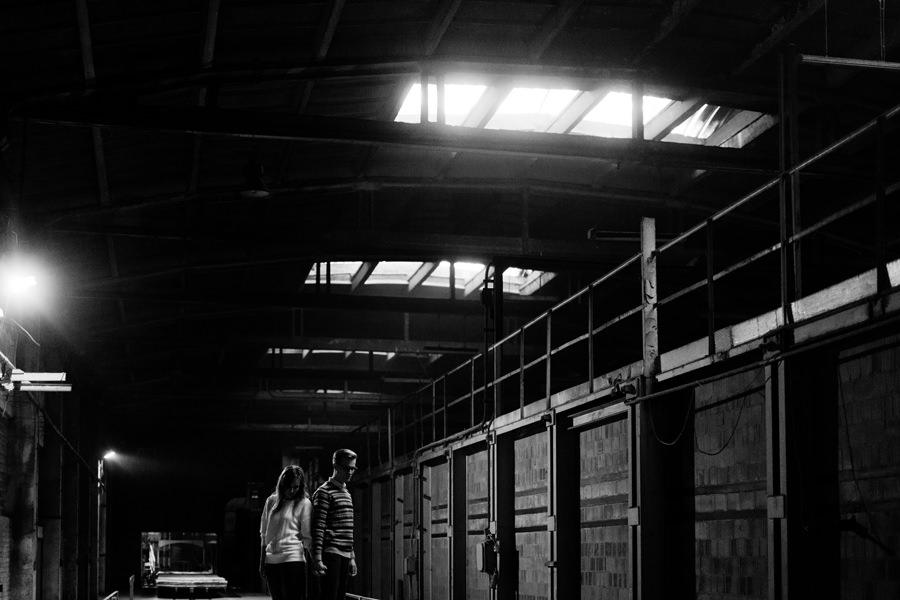 industrialna sesja w cegielni, sesja narzeczenska, fotograf slubny warszawa, geometric moments,