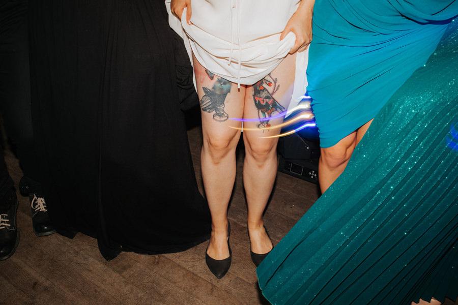 panna mloda z tatuazami, tatooed bide,