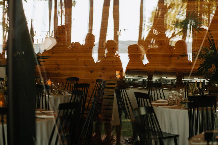 wesele miedzy deskami, goscie weselni, wesele, fotograf slubny warszawa, wesele na warmii,