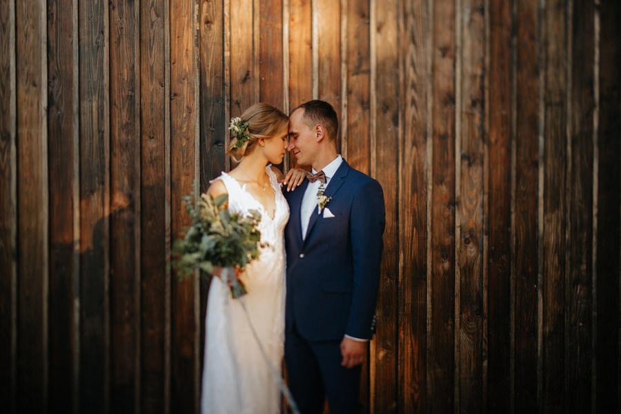sesja slubna, fotograf slubny, wesele w miedzy deskami,
