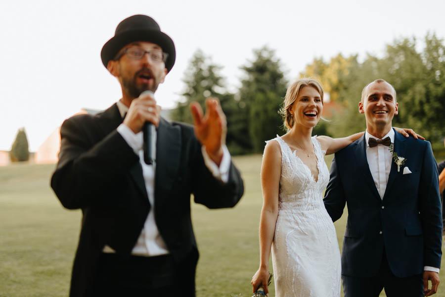 pierwszy taniec na dworze, outdoor wedding, wodzirej, panowie od muzyki,
