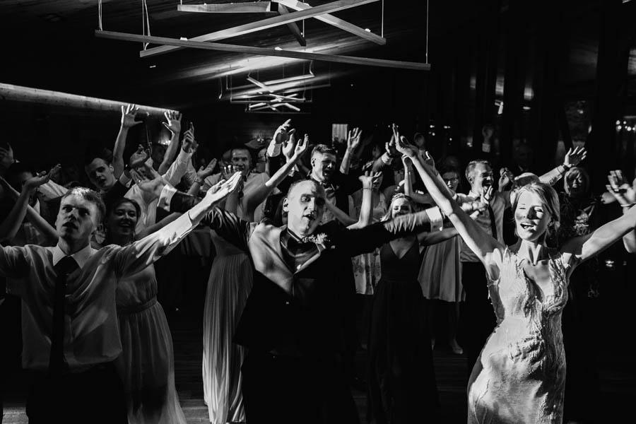 wodzirej, boho wedding, panowie od muzyki,miedzy deskami,