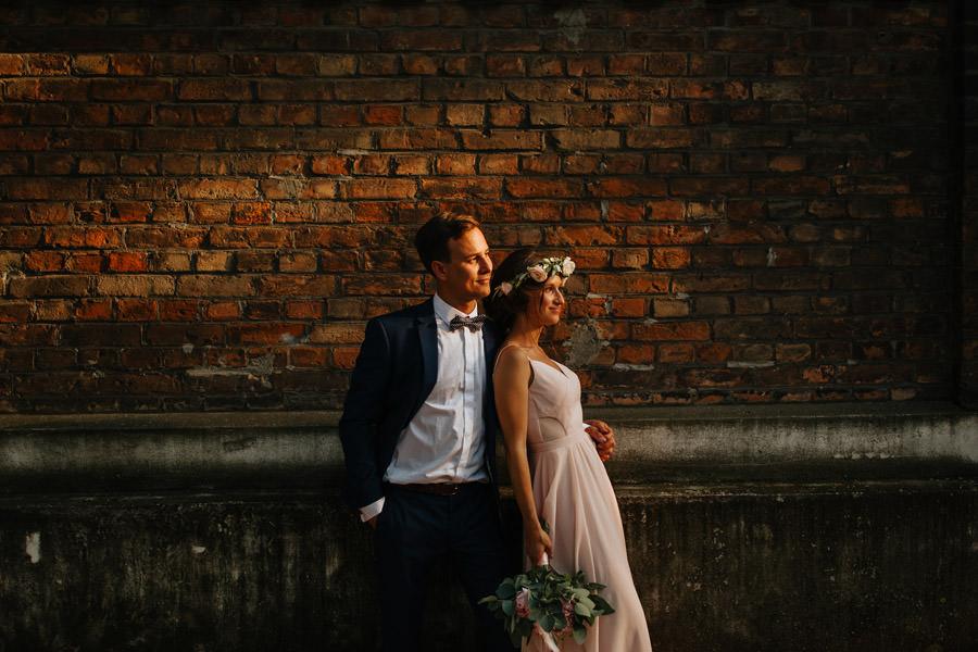mloda para, sesja poslubna, fotograf warszawa, wianek na slub, suknia slubna,