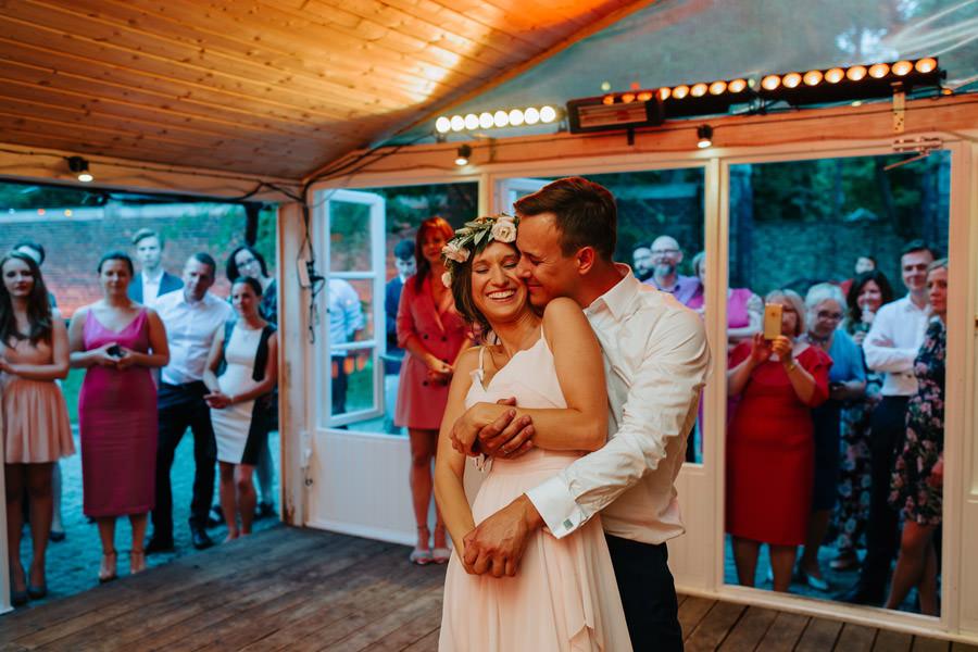 pierwszy taniec mlodej pary, zakochani, wesele, wesele boho, wesele w spokojnej 15,