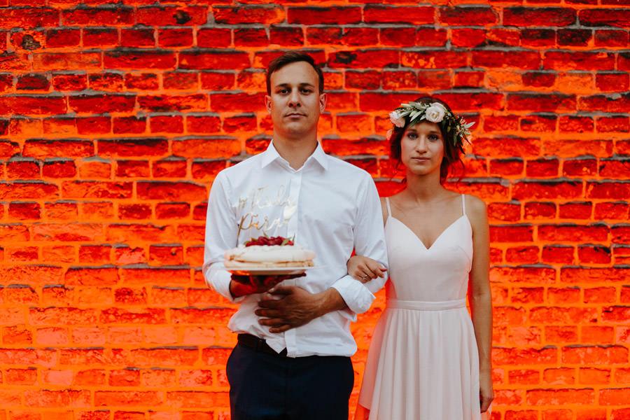 tort weselny, portret mlodej pary, slow wedding,