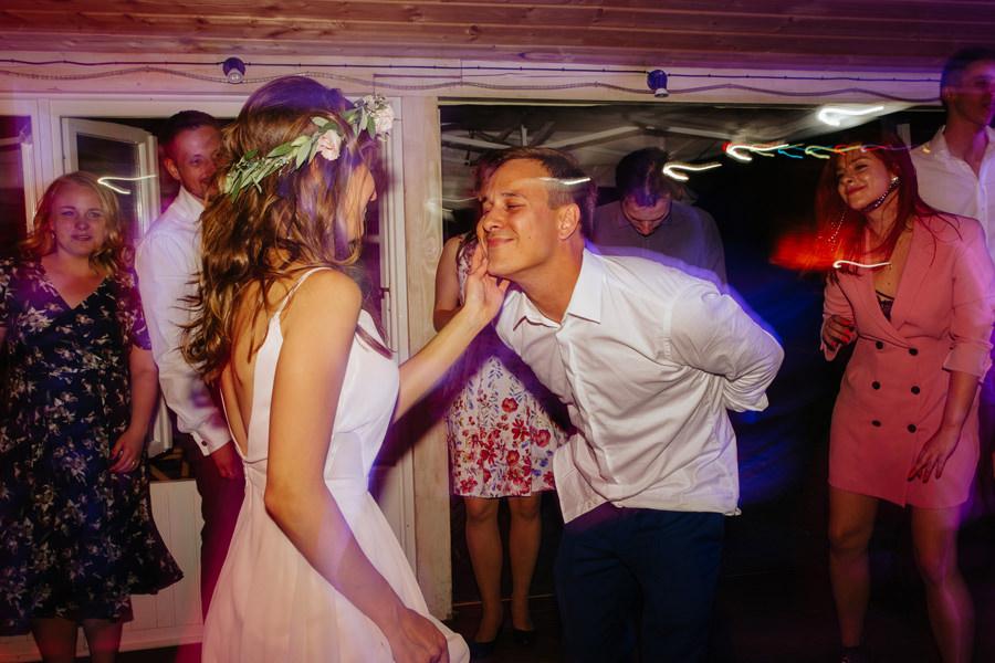 mloda para, zabawa, wesele w spokojnej 15,