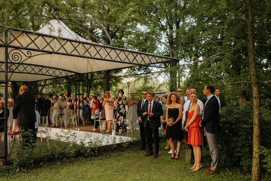 slub koscielny w plenerze, industrialne wesele w lodzi, fotograf slubny lodz, off wedding,