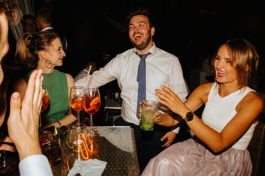 drink bar na weselu, wesele w browarz ksiezy mlyn, industrialne wesele,