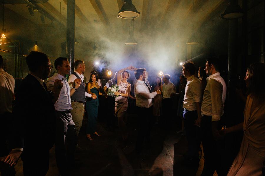 sesja industrialna, nietypowe oczepiny, wesele w browar ksiezy mlyn,