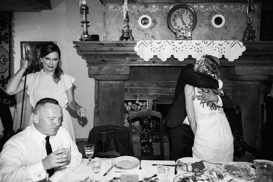 folwark u rozyca, fotograf slubny warszawa, goscie na weselu,