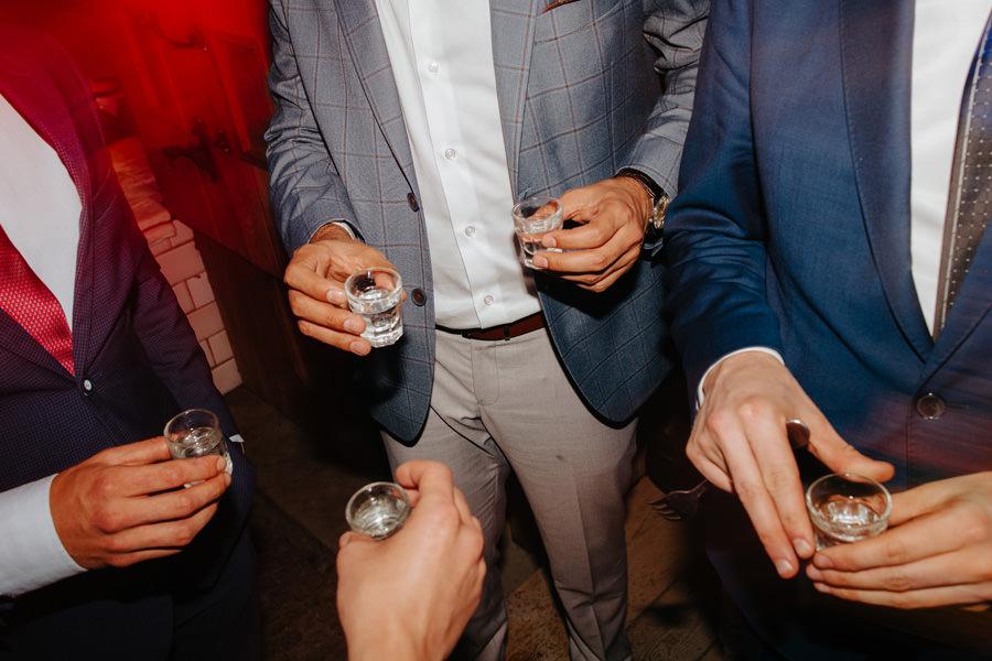 alkohol na weselu, folwark u rozyca, reportaz slubny warszawa,