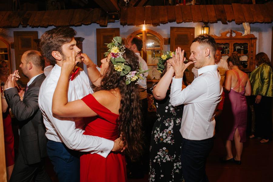 mloda para na weselu, folwark u rozyca, fotograf slubny warszawa,