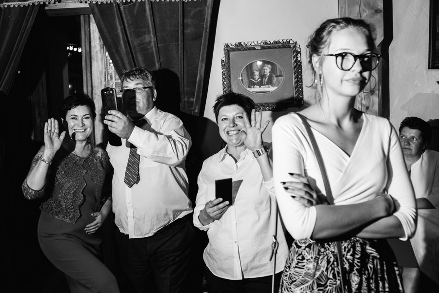 tort weselny, mloda para, wesele u rozyca, najlepsyz fotograf slubny warszawa,