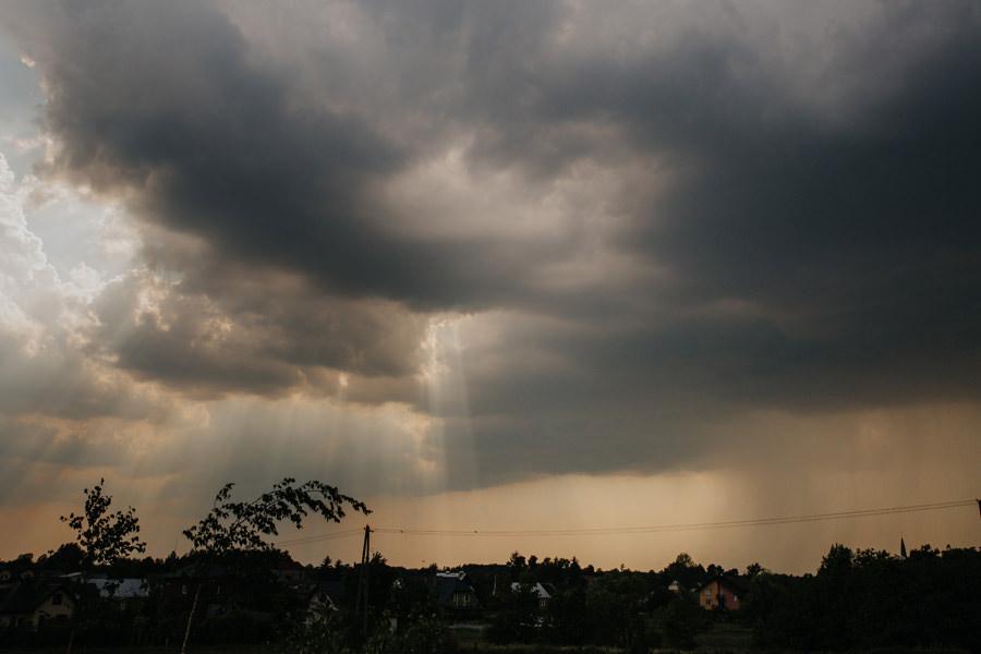 burza na weselu, wesele w deszczu, wesele boho, folwark,