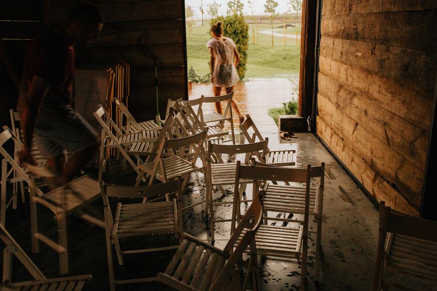 folwark, ruchenka, stodola na wesele, slub plenerowy,
