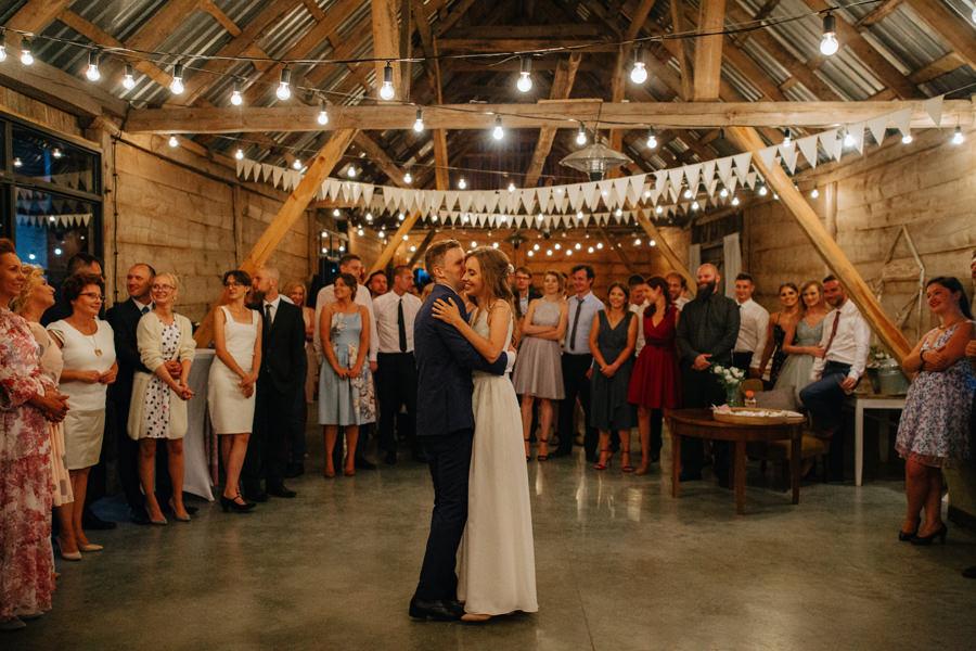 najlepsze zdjecia slubne 2020, wesele w stylu boho, geometric moments, stodola boho,