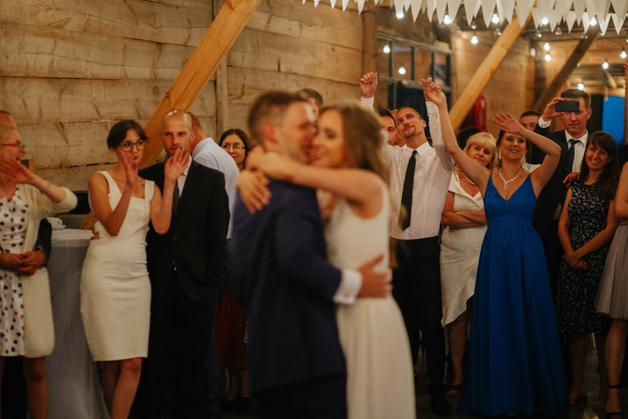 mloda para, pierwszy taniec, inspiracje slubne 2020,