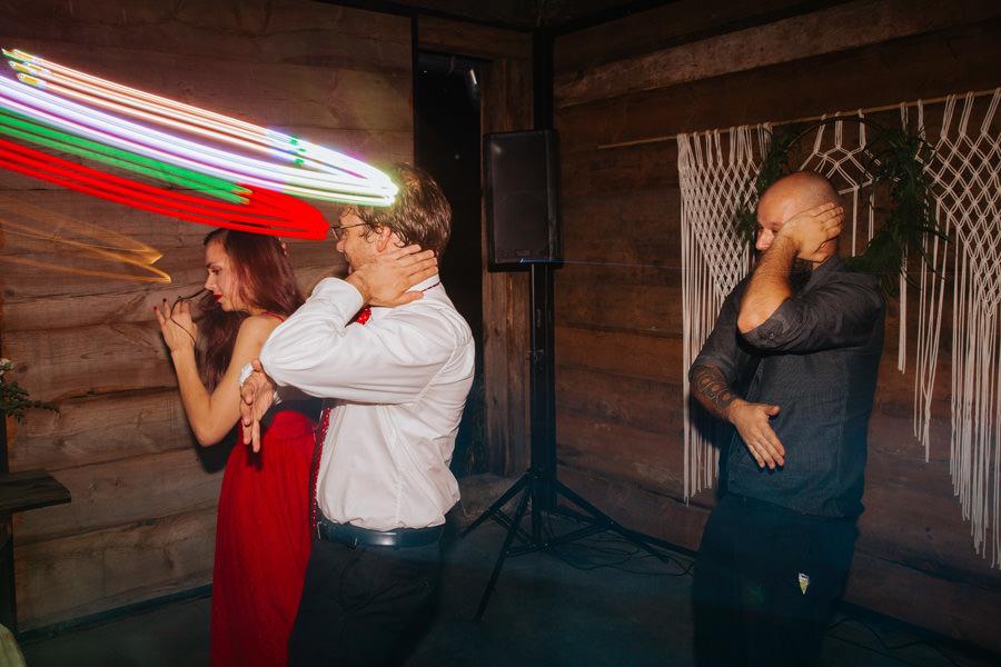 najlepsze wesele 2020, goscie weselni, impreza z przyjaciolmi, fotograf na wesele, najlepszy fotograf slubny 2020,