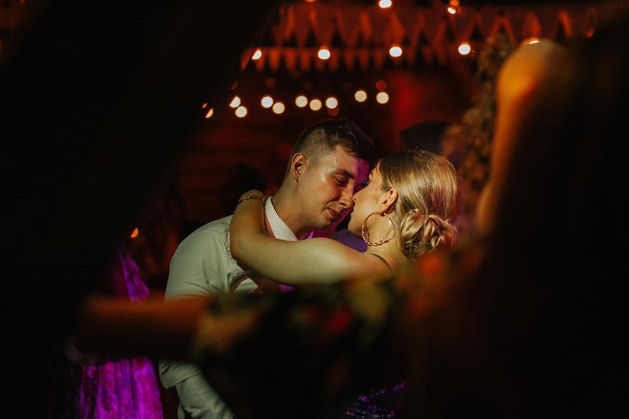 slub plenerowy warszawa, wesele w stodole warszawa, folwark ruchenka
