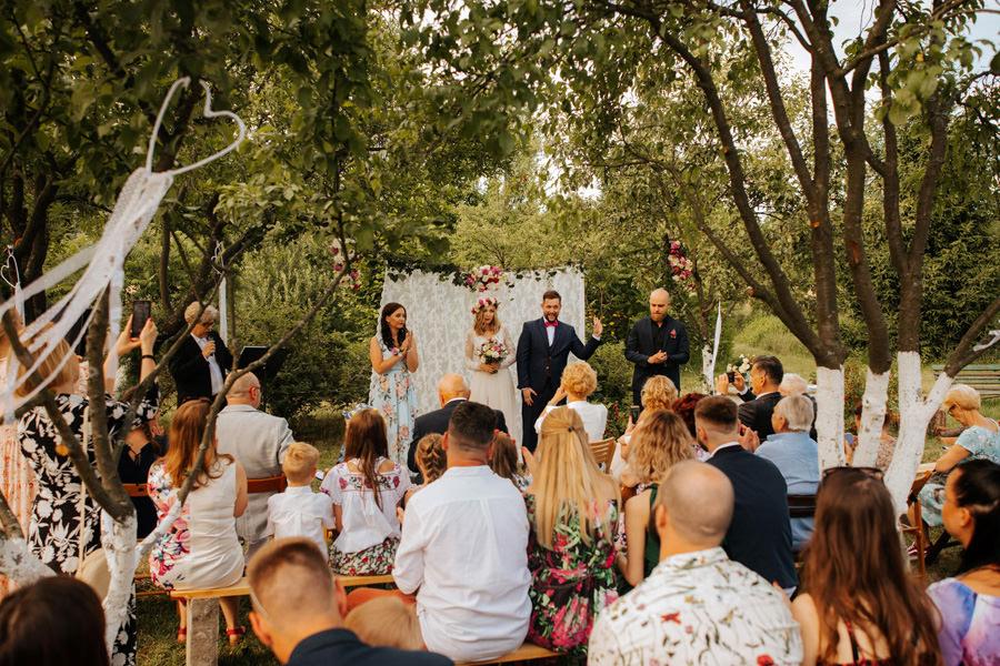 slub humanistyczny, wesele w stodole, dom w przepitkach, ślub w ogrodzie