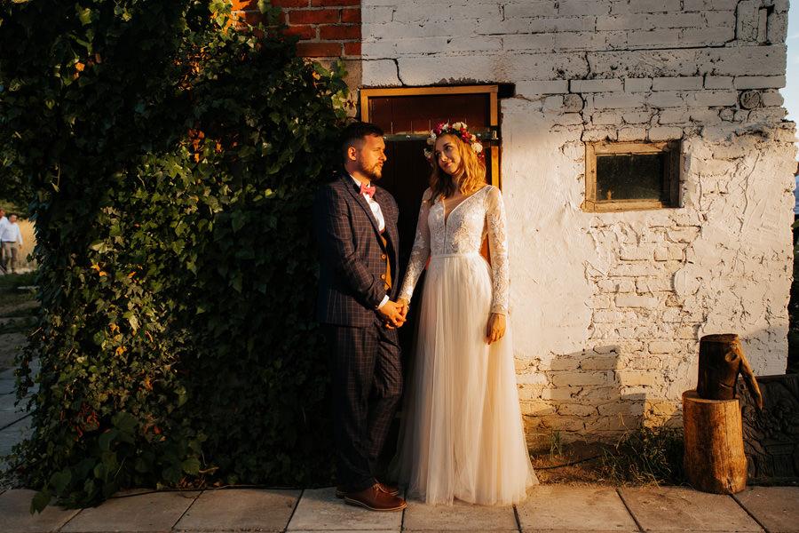 rockowa panna młoda, dom w przepitkach, ślub humanistyczny, najlepsze zdjecia ślubne 2020