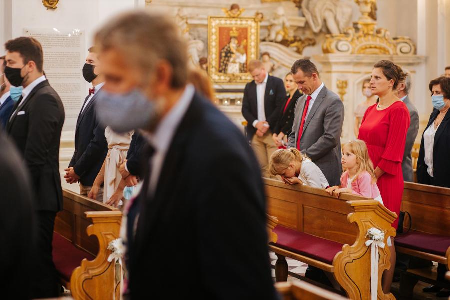 ceremonia slubna, goscie na slubie, slub w pandemii