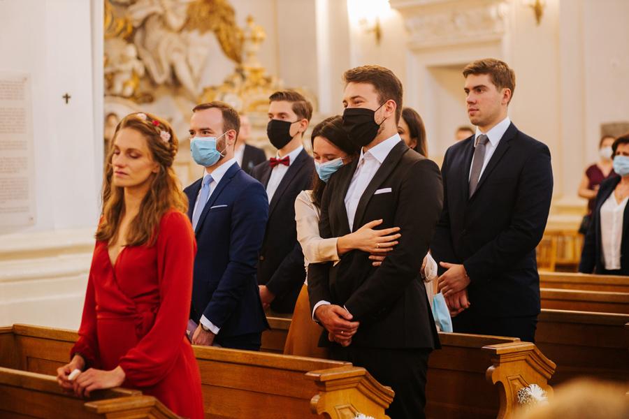 ceremonia slubna, goscie na slubie, slub w pandemii,