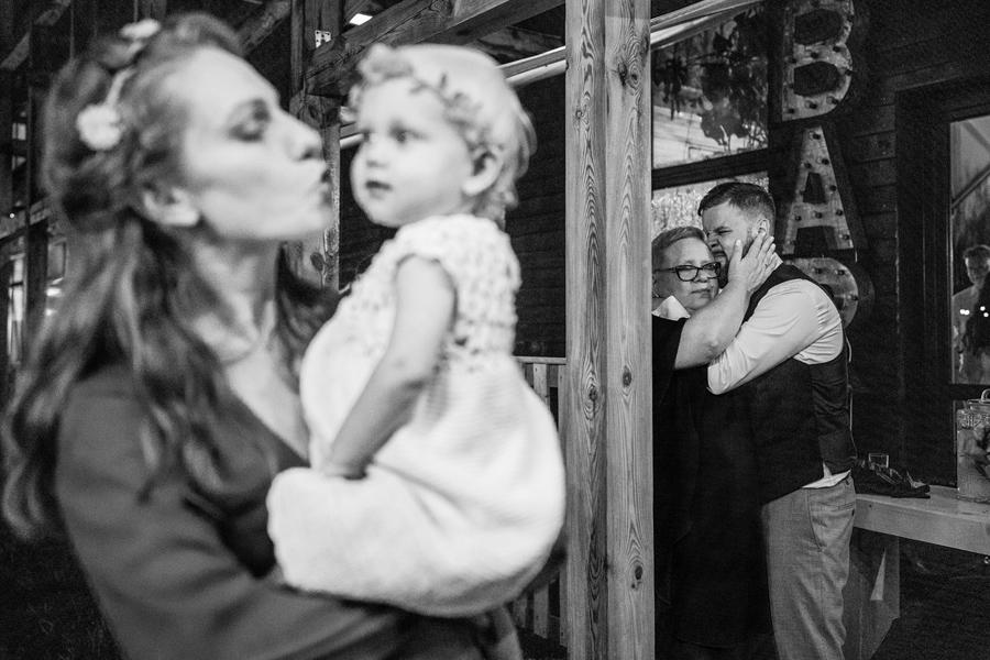 naturalne zdjecia slubne warszawa, barn wedding poland, polsk brollop, best wedding venues in poland, wedding photographer warsaw
